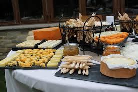 quesos y pan feo